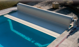 Floating pool cover