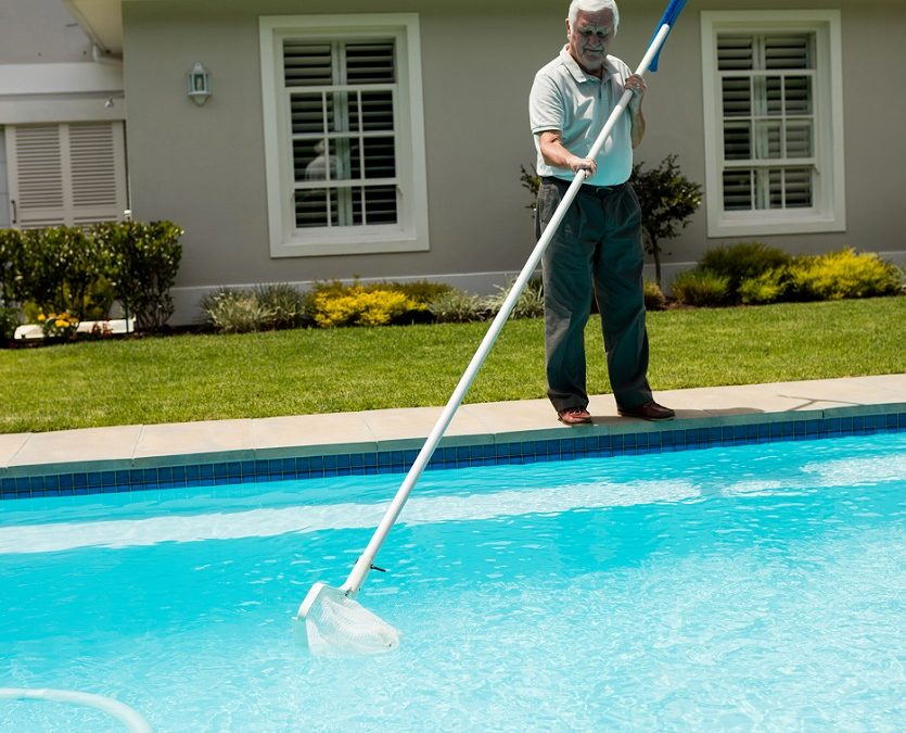 keep pool clean when on vacation