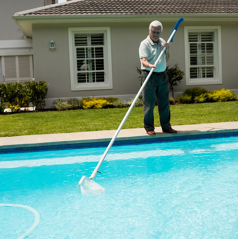 Keeping Your Pool Clear While On Vacation